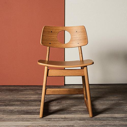 täispuidust toolid